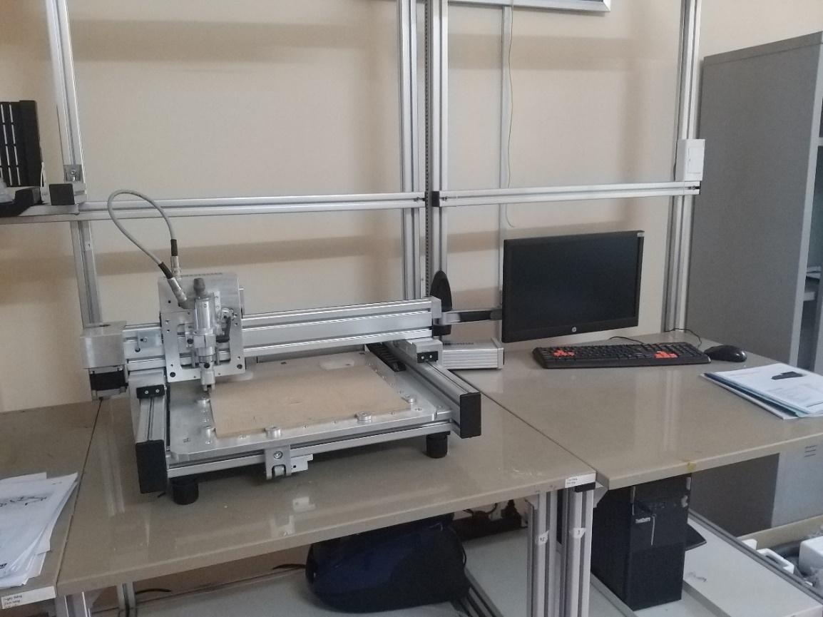 Mô hình máy phay CNC trong thiết kế board mạch.